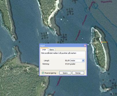 I Nordmalingsfjären, mellan Örnsköldsvik och Umeå, ligger öar och skär cirka 50 meter fel åt öster. Vita linjer visar verklig position.