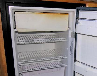 Missfärgning på kylskåpet, hur kommer det sig? Saltvatten?