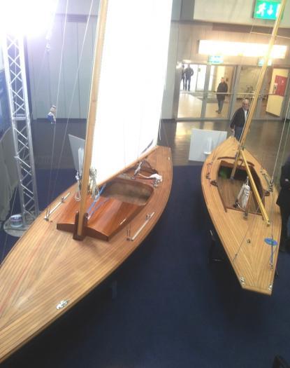 Nej, det är inga modellbåtar, det är nybyggda skärgårdskryssare i trä.