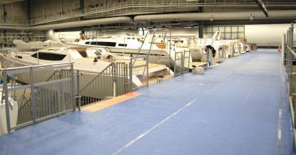Vid nya stora segelbåtsbryggan ligger ett 25-tal segelbåtar förtöjda.