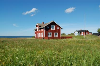 Björkör är ett gammalt skärgårdshemman. Guidade turer sker dagligen. Hör med Kaj som bor på ön sommartid.