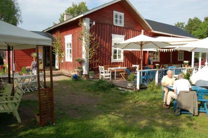 Farmors café serverar även mat.