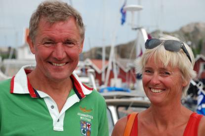 Paret Inga-Lill och Magnus Olsson har som tradition att besöka Träbåtsfestivalen. I år bodde de till och med i hamnen, i den egenbyggda Smaragden.