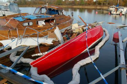 Sekunden innan explosionen var detta en riggad segelbåt. Allt tyder på en gasolexplosion.