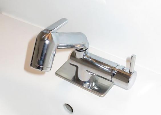 Engrepps frisörblandare med inbyggd duschslang.
