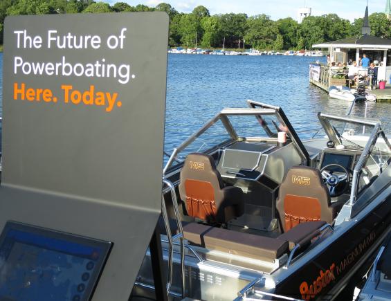 Buster Boats samarbetar med Telia om den smarta och uppkopplade båten. Standard från 2017 års modellprogram.