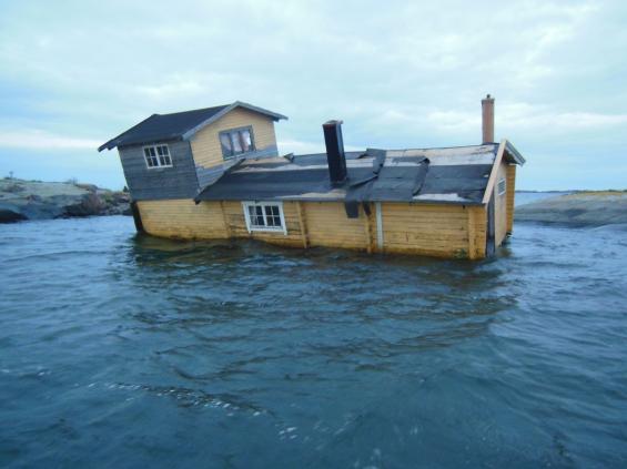 Husbåten innan totalförlisningen.