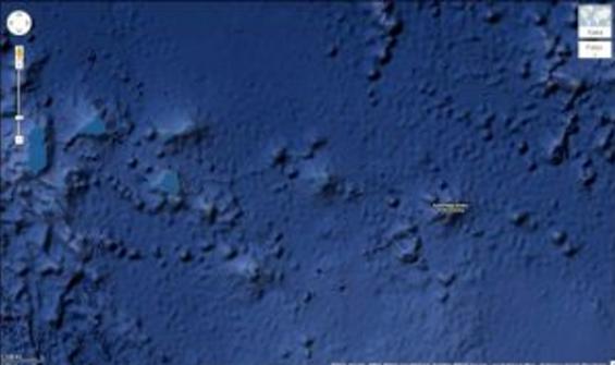 Bilden visar hur botten ser ut i en vik i Söderhavet. Det finns inget tillförlitligt sjökort över viken och då kan Google Earth komma till användning.