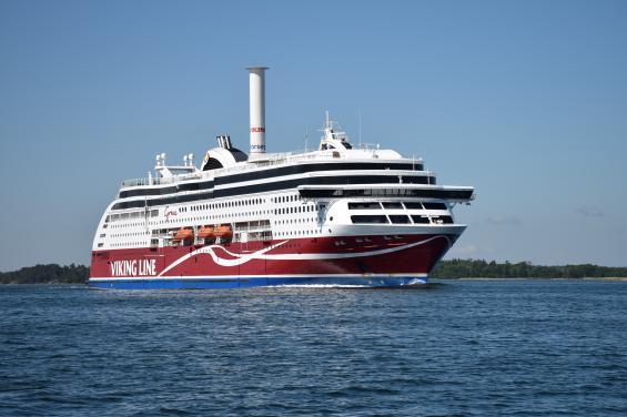 Ett fartyg som också är ett skepp för det är längre än 24 meter.