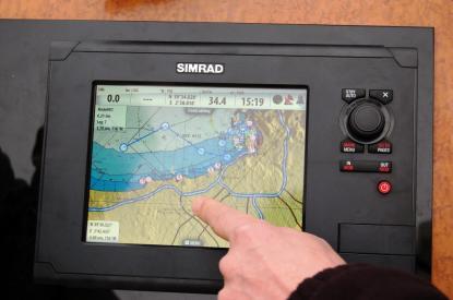 Många inställningar och justeringar kan göras med fingret. Att zooma gör man med de fasta knapparna eller med vridknappen.