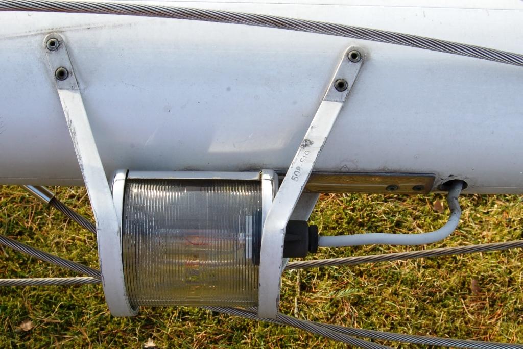 Kabel till lanternan byts. Glödlampan kontrolleras.