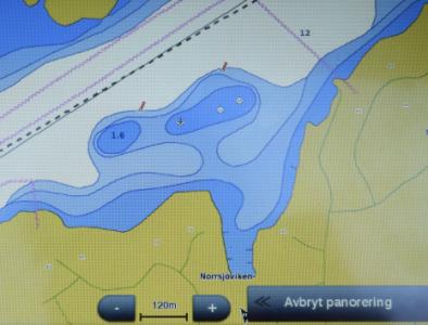 Samma information, bara tydligare. Se avståndsskalan.Båda bilderna är från Garmin och BlueChart.