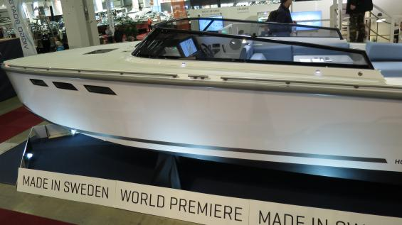 HOC 33 P, en supermodern svensk daycruiser som hade världspremiär på båtmässan Allt för sjön!
