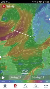 Vita linjen visar vår planerade färdväg. Rött område är vindstyrkor över 15 m/s. Lågtrycket drar mot norska kusten. Vi väljer att vänta till söndag kväll eller måndag morgon innan vi ger oss iväg.