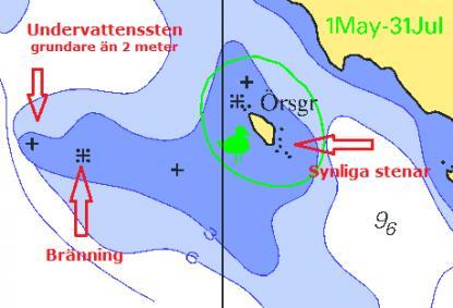 Varför blev bränningarna bränningar i sjökortet och inte en sten? När är en undervattenssten en undervattenssten och inte en bränning? Nedan finns svaren. Notera också fågelskyddsområdet som gäller runt ön. Det är förbjudet att gå innanför den gröna linjen mellan 1 maj och 31 juli. Mörkblått område anger noll till tre meters djup.