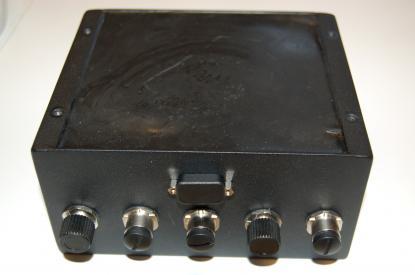 SeaCross datorenhet. Ungefär 15 x 13 x höjden 8 cm. Lyfter man på locket ser vi bara en hård gummimassa. Allt är ingjutet i termisk massa som leder bort värmen.