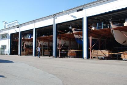 Hallberg-Rassy höll som vanligt varvet öppet för besök. Glädjande noterade vi att det stod båtar i produktion bakom alla portarna.