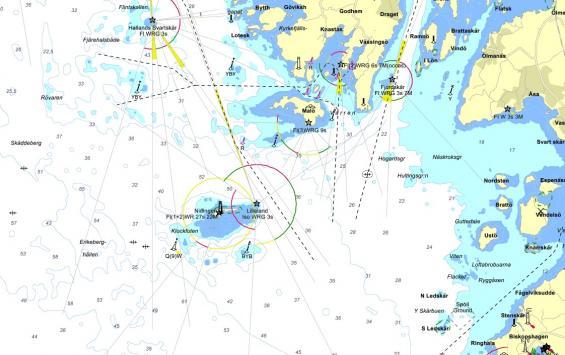 Så här visar Eniro sjökortet över samma område i snarlik skala.