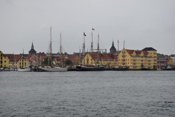 Runt om i hela Danmark finns mängder med fina städer som är trevliga att flanera i. Här passerar vi Svendborg.