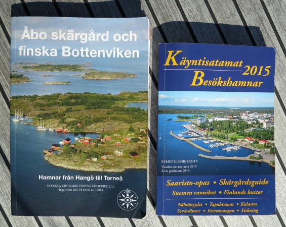Dessa två böcker hade vi stor glädje av. Ingen av dem skulle vinna något pris mot svenska hamnguider där Hydrographica varit inblandat, men de var tillräckligt bra tillsammans.