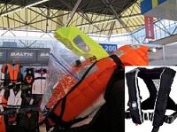 Förstapris är Baltics stora nyhet 2011, räddningsvästen Race 150N med inbyggd sprayhood, livsele, nödljus och grenband. Vinnare är Lena Kempén i Luleå.