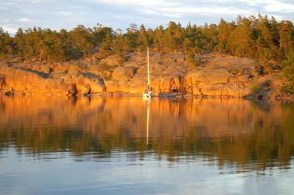 I stort sett hela Åland består av vackra röda klippor. Bilden är från \