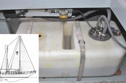 I Åke Frimans Nauticat 38 finns en dagtank monterad. Dagtanken löser problemet med skräp i gamla tankar.