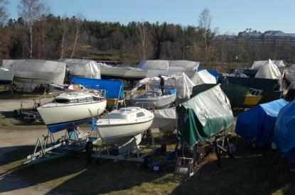 Båtklubbar är ett naturligt inslag i alla kuststäder. Trist att kommunpolitiker låter byggnation av bostäder gå före båtklubbsmedlemmarnas intressen.