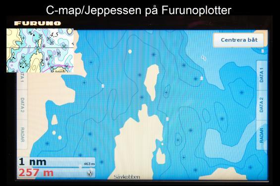 Jämför med Hydrographicas original uppe till vänster och sjökortsbilden från C-Map i en Furunonavigator. Här skiljerC-Mapinte ens på färgerna för olika djup mellan två och tre-meterskurvan!