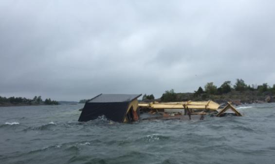 Så här drev husbåten fritt nära sjö4an söder om Arpsund syd Arkö.