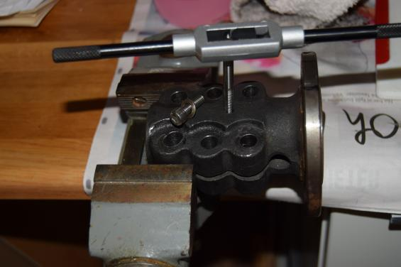 Hålet, som borrades till 5,5 millimeter gängades sedan så att en 6 millimeters bult (M6) passade.
