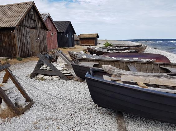 Vi hyrde bil ett stenkast från hamnen och bilade runt hela Fårö. Det finns även cyklar att hyra. Bilden är från Strömingshamnen på norra Fårö.