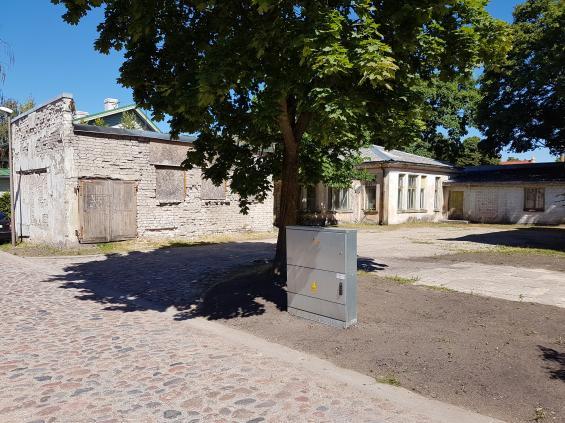 Denna gård är ett exempel på hur det byggdes under Sovjettidens ockupation av Baltikum. Gården har inte renoverats sedan dess.