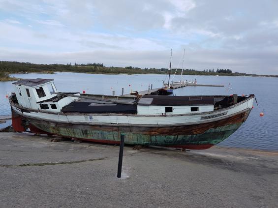 Jorå, det gamla vraket ligger kvar i Sandvik på Kökar.
