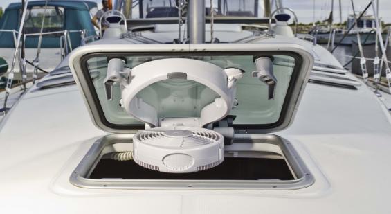 Taku - ruffläkt som monteras direkt på befintlig rufflucka eller skyport. Ställbar i alla vinklar.