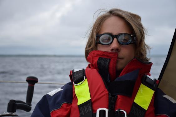 Om glasögonen fungerar mot sjösjuka vet vi inte. Vätskan som ska finnas i nedre delen av glasethade torkat.