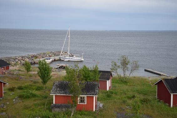 På ön Maakalla i Bottenvikentog vi alla tre bojar i anspråk. Då kände vi oss trygga trots 9 m/s i aktern.