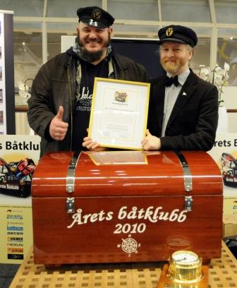 Årets båtklubb 2010. Glada mottagare av priset var från vänster, Peter Fägersten och Pelle Emmerling från Heleneborgs Båtklubb.