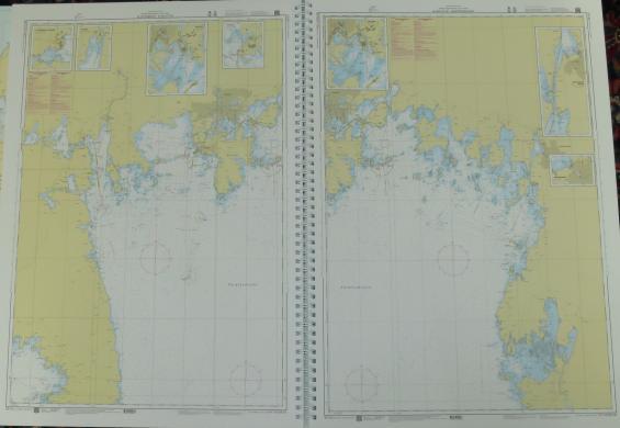 Uppslaget visar två skärgårdskort i skala 1:60 000 över norra Vänern.