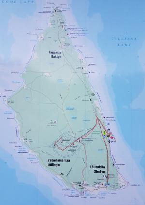 Järnvägen på södra ön är markerad i rött.