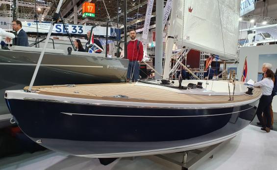 Saffier SC 6.50 cruise från Holland har glasfiberskrov och inredning med teakdäck. Saffier tillverkas i flera olika modeller.