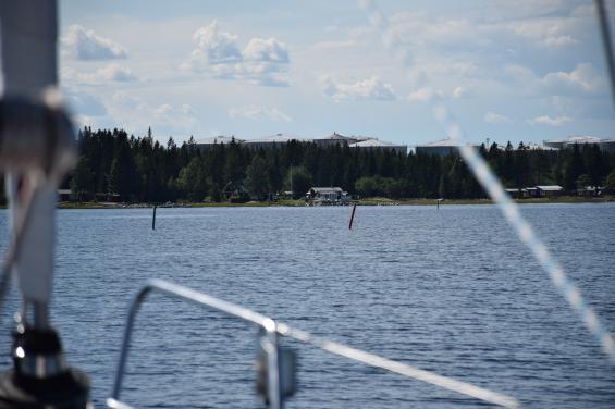 Grön farledsprickom babord och röd om styrbord är \