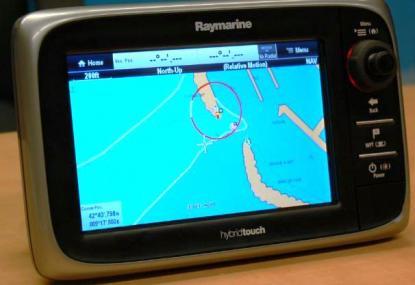 Inlagda rutter i telefonen kan viaBluetooth överföras till Raymarines nya navigatorserie E7.