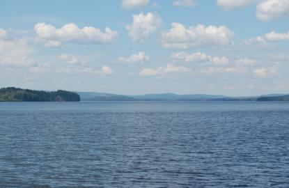 Ju längre norrut man kommer desto finare blir omgivningen runt sjöarna. Här närmar vi oss Smedjebacken.