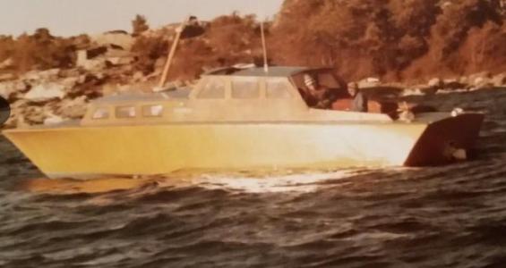 Den här båten ger ägaren till någon som tar hand om den och som har ambitionen att fortsätta renoveringsarbetet (ägaren har gett tillstånd för publicering).