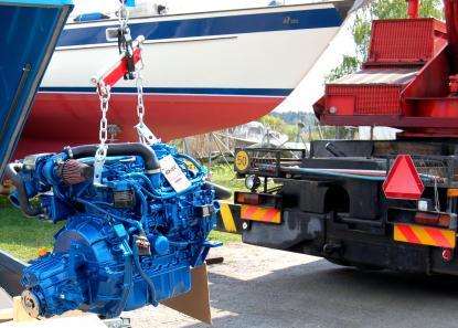 Solé Mini 55 blev vårt val av nymotor till Hallberg Rassy 352. Den gamla Peugeot-dieseln MD 21 från Volvo Penta hade gjort sitt.