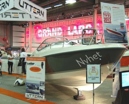 Årets motorbåt blev Uttern D57. Längd 5,73, bredd 2,29. Väger 800 kilo utan motor. I bakgrunden skymtar avdelningen \