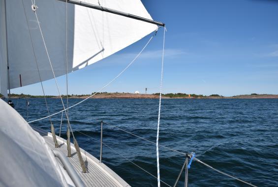 Rödhamn på Åland i sikte. Rödhamn var enda öppna gästhamnen på vår resa.