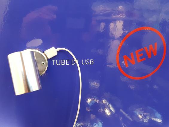 Första modellerna av LED-lampor med inbyggd USB-laddare börjar nu finnas på marknaden. Lampan säljs av Båtsystem.