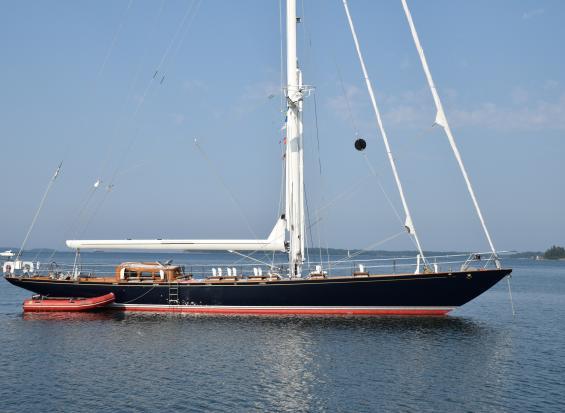 Idag är detta vackra fartyg ett skepp. Efter 1 februari 2018 blir det en båt eftersom hon är kortare än 24 meter.